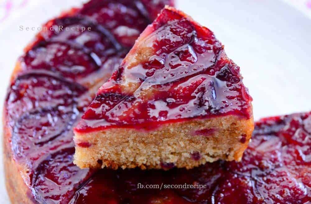Eggless upside down plum cake