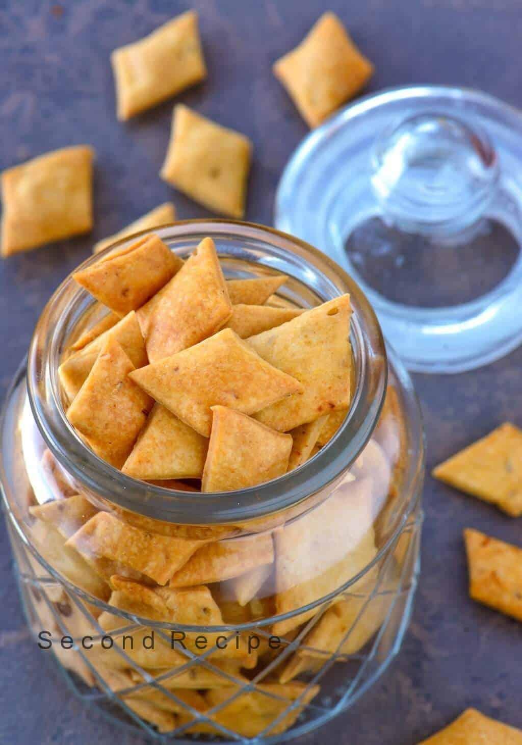 Healthy namak pare-Baked salty crackers